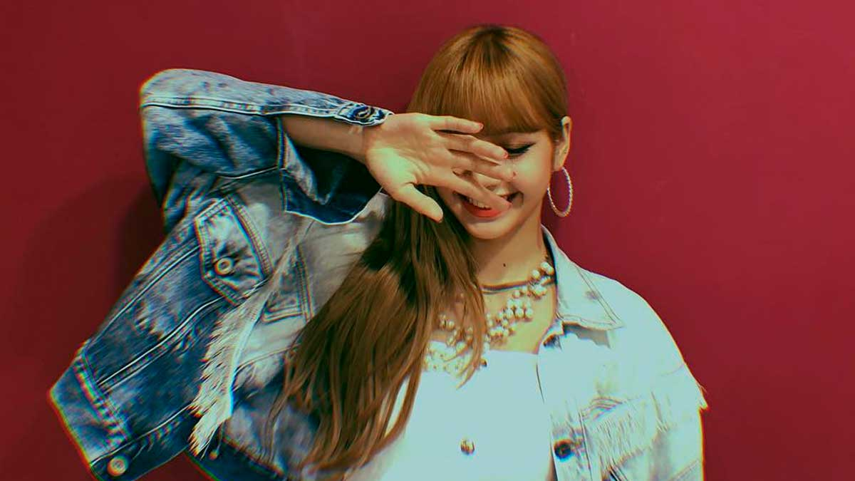 How To Pose With Your Hands Like BLACKPINK\u0027s Lisa