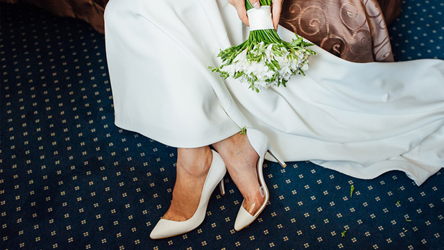 Wedding Heels How To Shop For A Comfortable Pair Bridal Book Fn