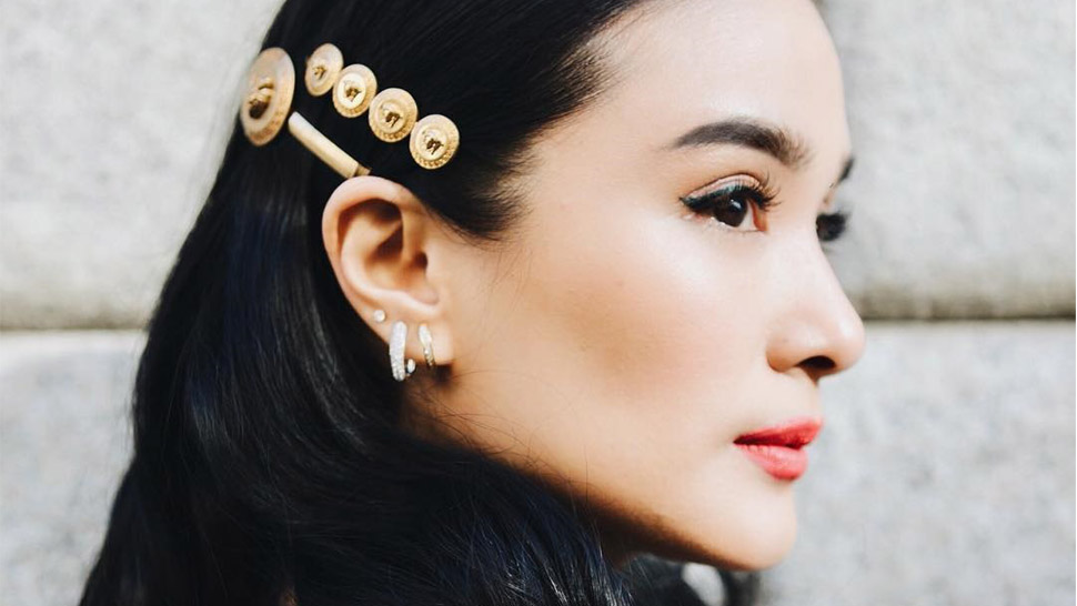 a6c8af77 How To Wear Hair Clips Like Heart Evangelista