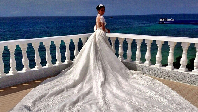 6e223228ea9 70 Thousand Swarovski Crystals Were Used For Heart Evangelista s Wedding  Gown