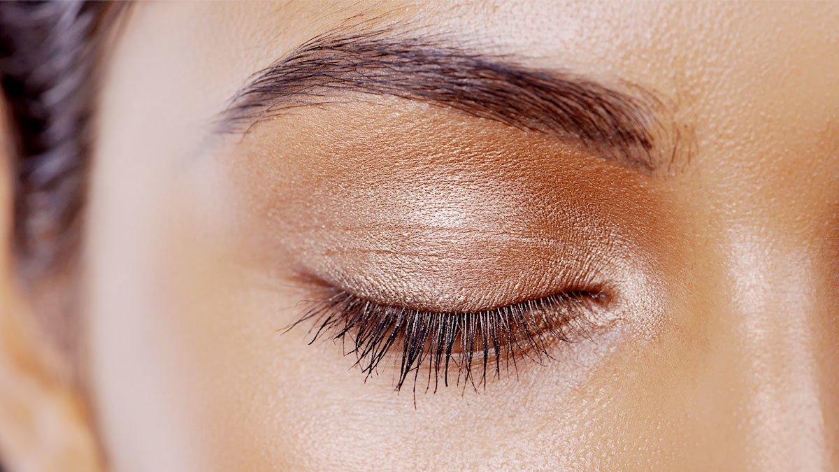 How To Properly Apply Cream Eyeshadow