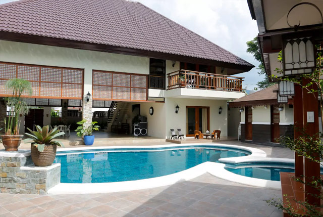 Private pool vacation rentals in the south - Houses with swimming pools for rent ...