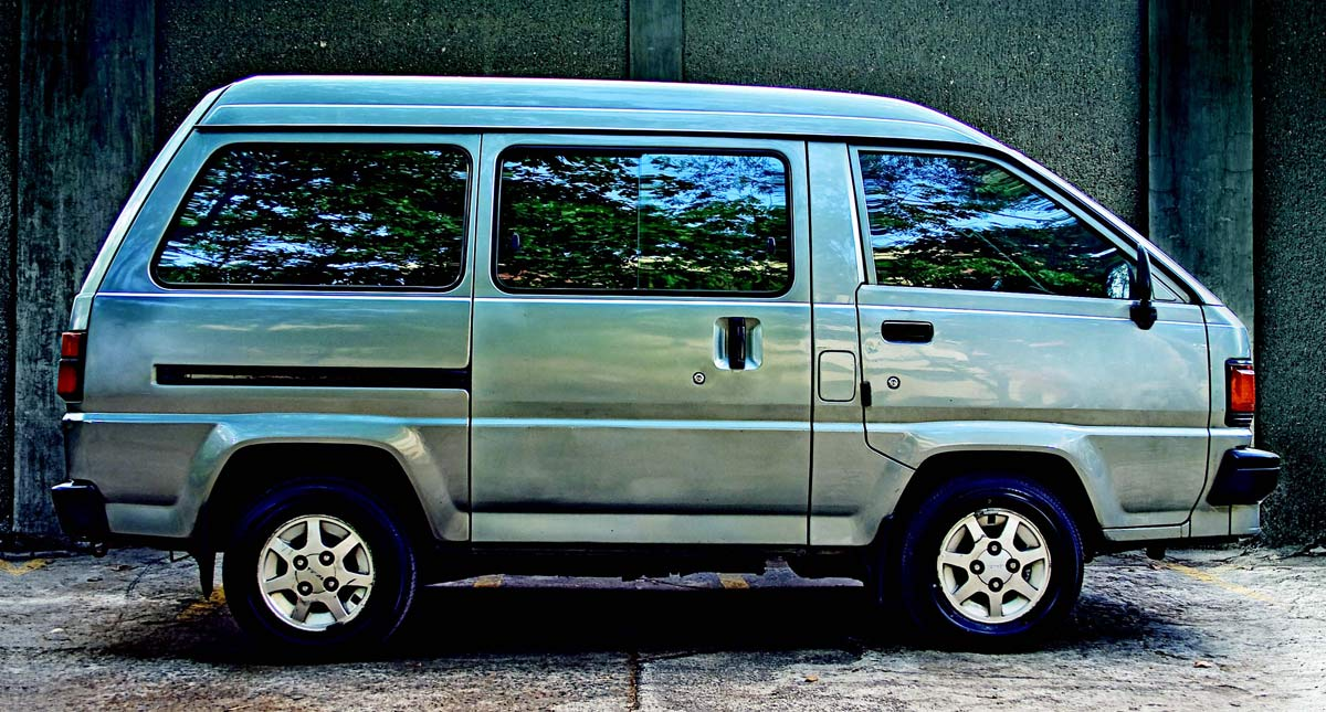1990 Toyota Liteace: Review, Price, Photos, Features, Specs