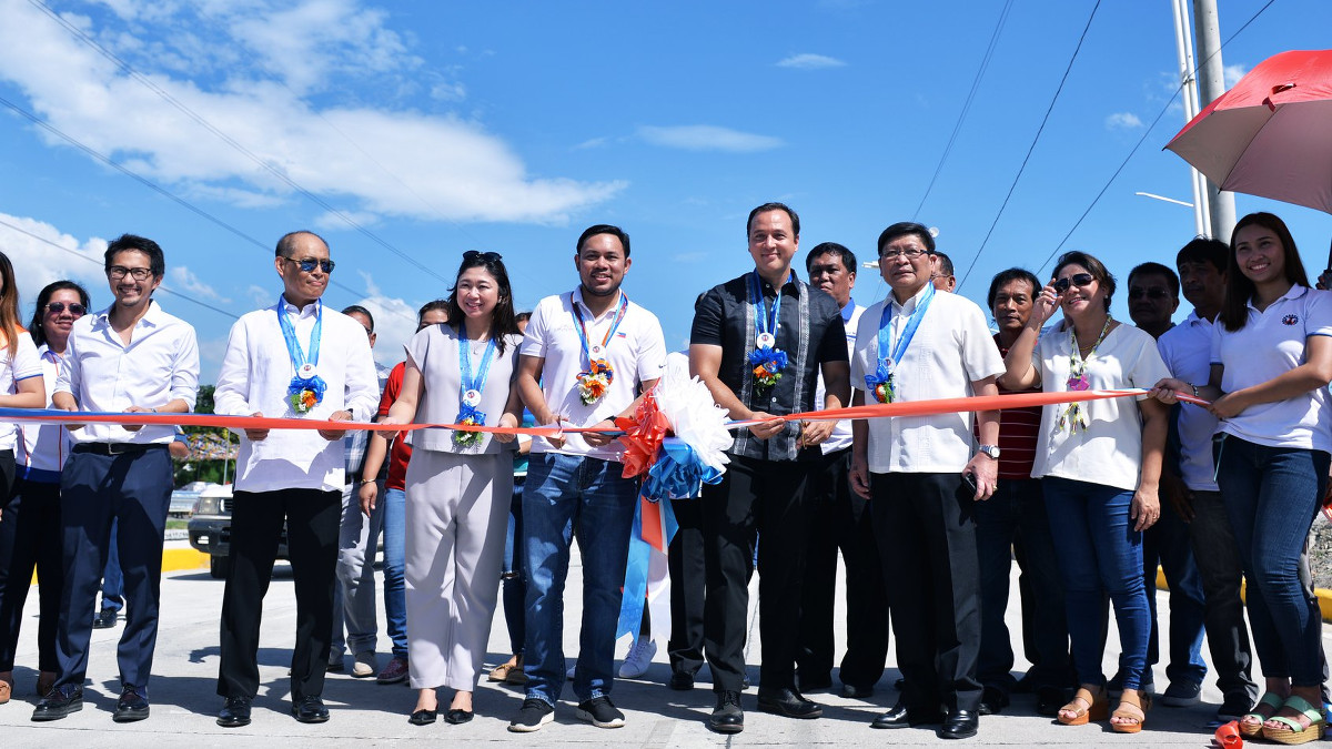 DPWH opens the newly completed Laguna Lake Highway
