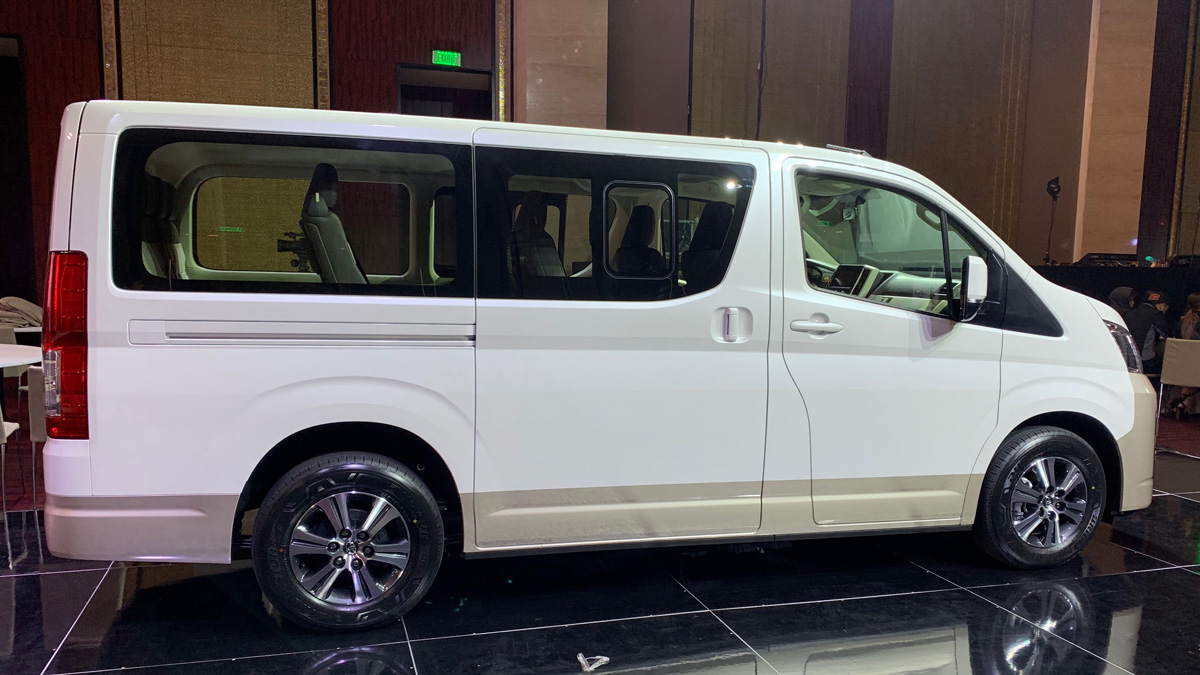 dd560abb57 A reason to choose the Toyota Hiace GL Grandias over the Commuter ...