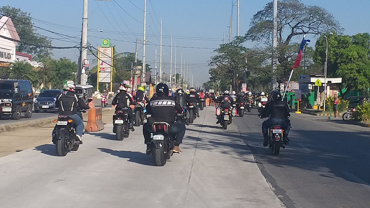 Motorcycle clubs reject the new law requiring bigger front and rear