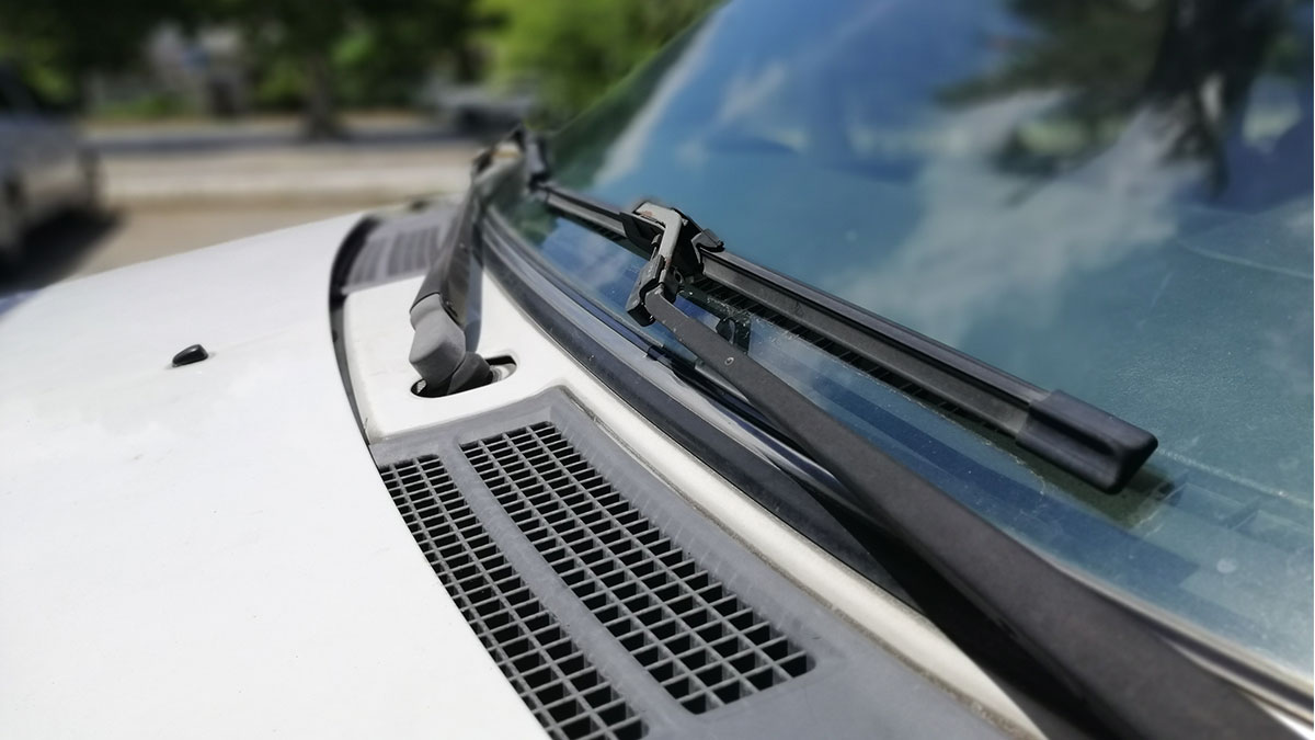 3 Easy steps to keep your windshield wiper blades clean