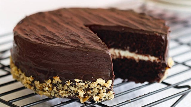 6 Tried And Tested Ways To Keep Your Cakes Moist For Days
