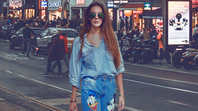 How To Wear the Sneakers-and-Jeans Style Equation Like a Cool Girl