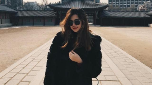 All The Sleek Black Outfits Sue Ramirez Wore In Korea