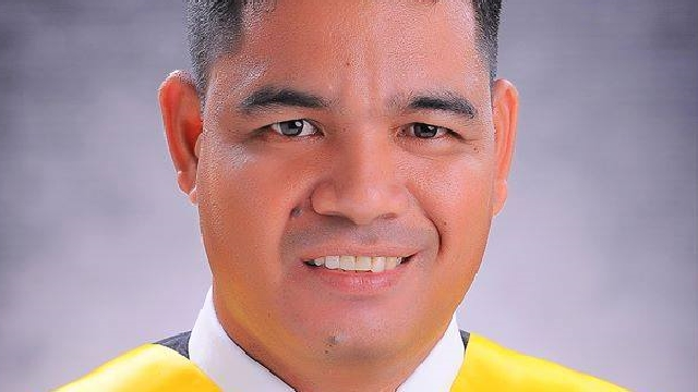 Security Guard Graduates Cum Laude From St. Theresa's College in Cebu
