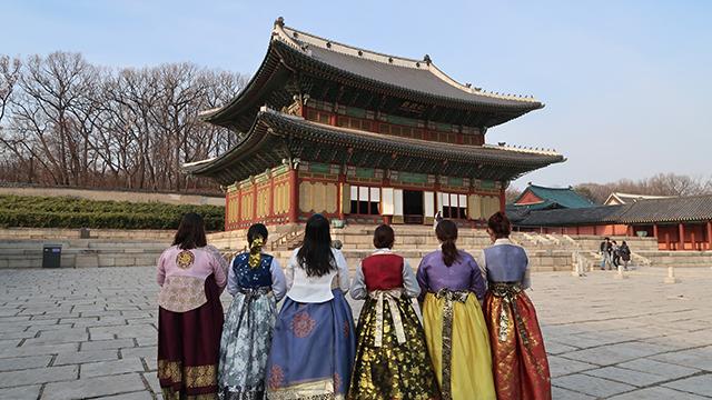 We Went Around Some Parts of Seoul Wearing Hanboks
