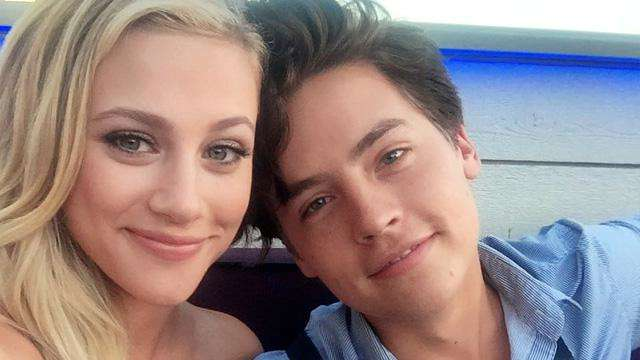 Even Jughead's Dad Can't Deny Cole Sprouse and Lili Reinhart's ~Chemistry~