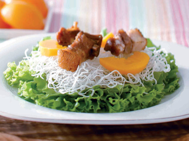 Lechon Kawali and Crispy Noodle with Peaches in Honey, Balsamic, and Peach Dressing