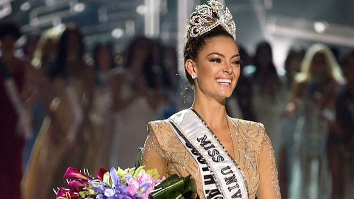 Prizes of miss universe winners
