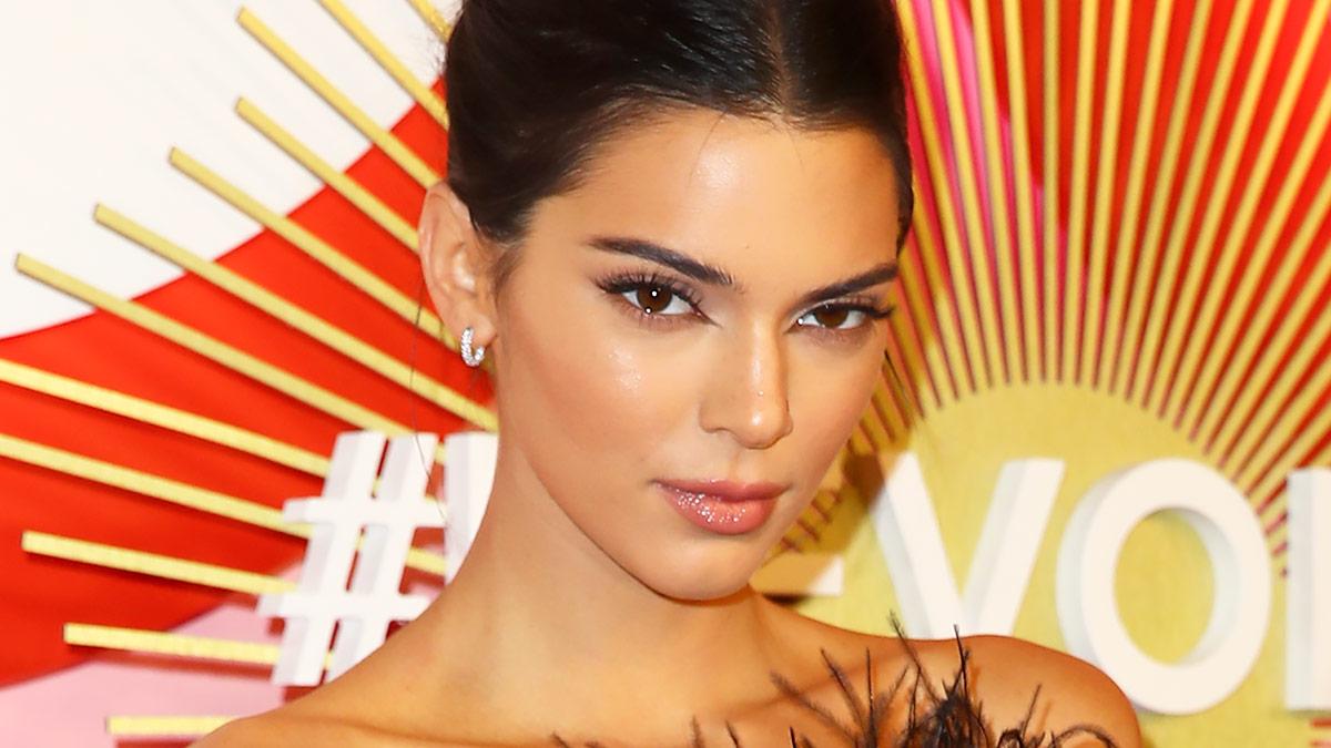 Kendall Jenner Green Eyeliner Makeup - Best Green Eyeliner