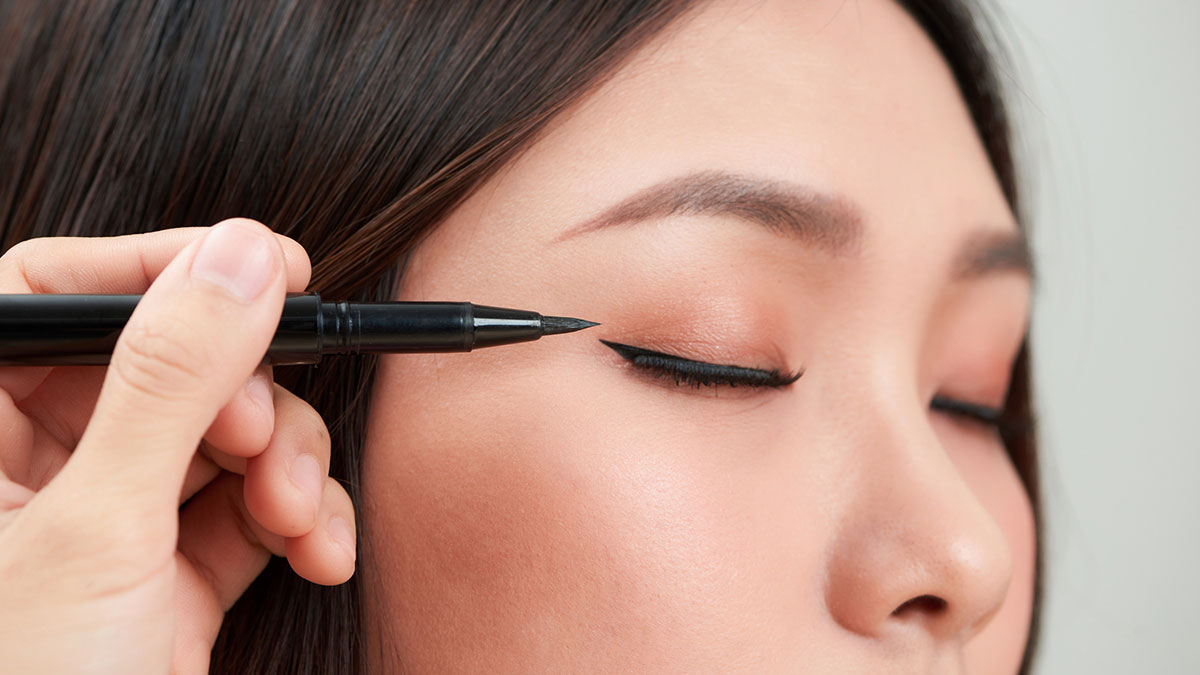 f8f23fc57ae How To Perfect Your Winged Liner, According To A Celebrity Makeup Artist