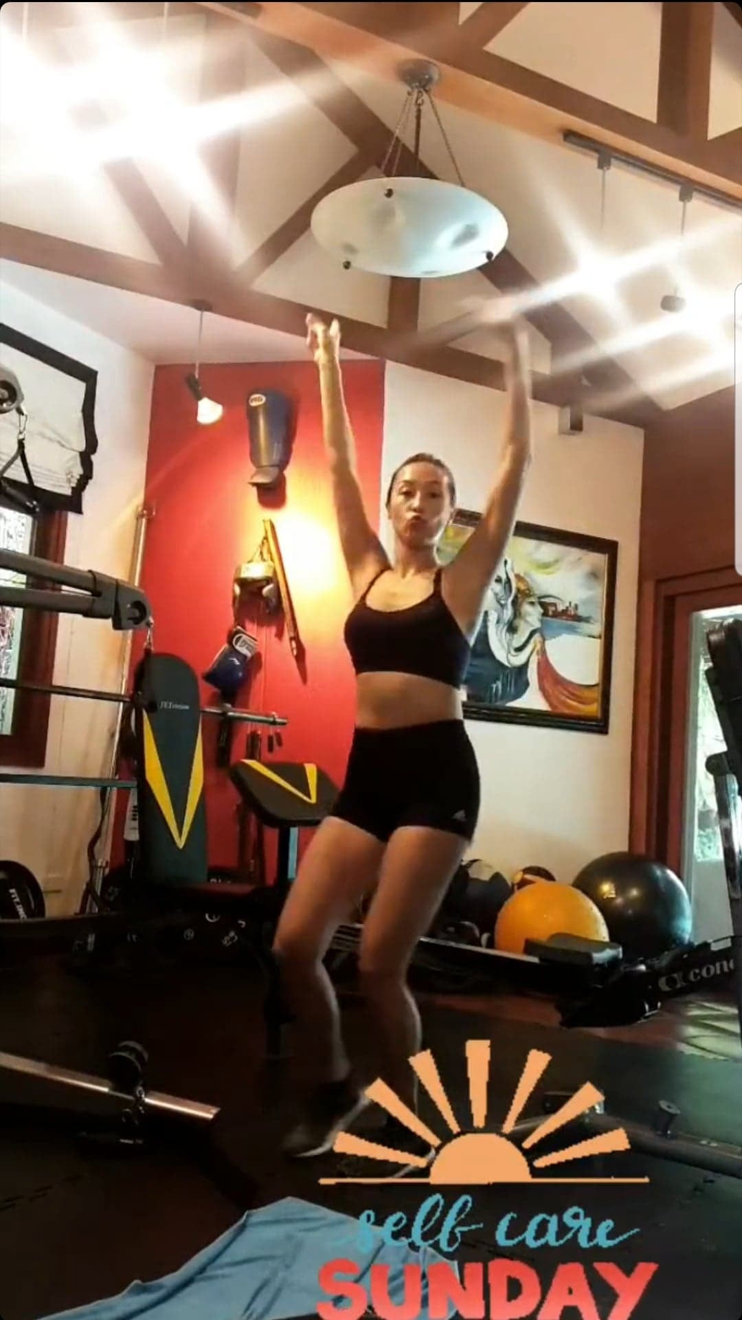 Solenn Heussaff Works Out While 4 And A Half Months Pregnant