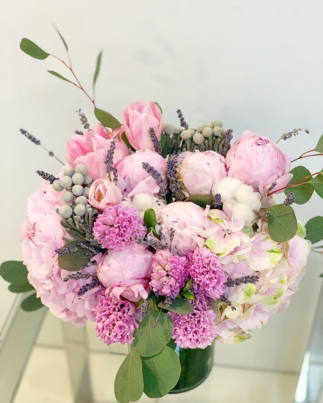 Vased arrangement of flowers