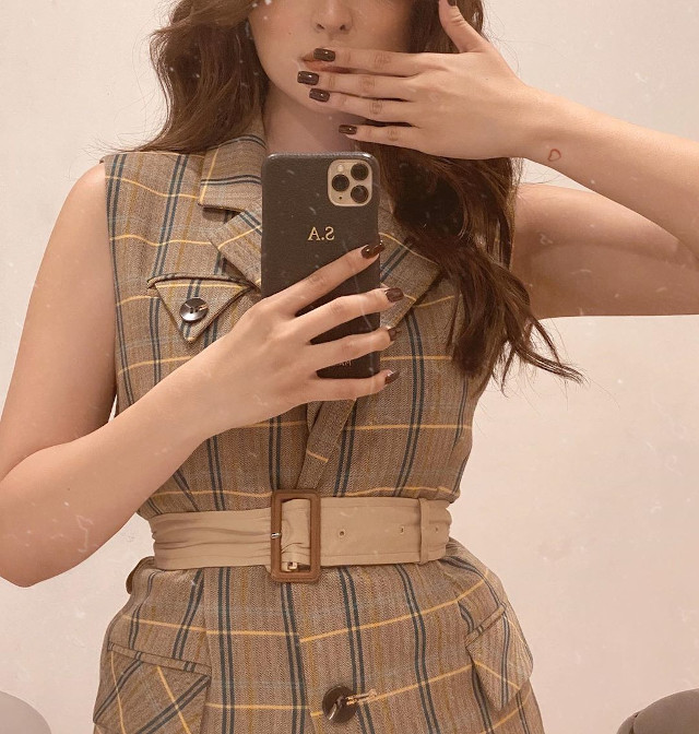 20 Mirror Selfie Poses To Try