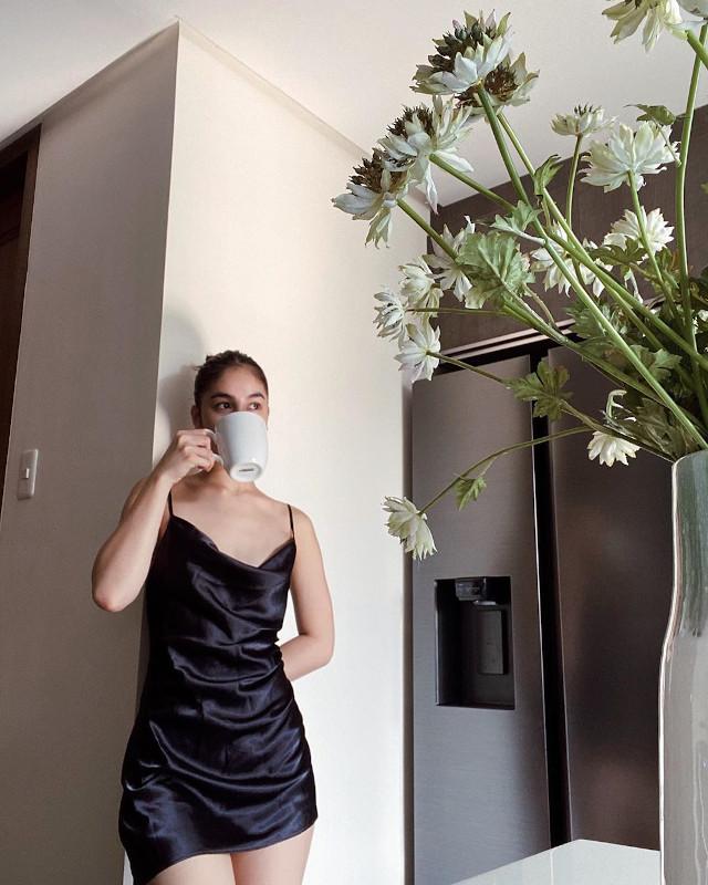 Shy Girl Instagram Poses: Julia Barretto