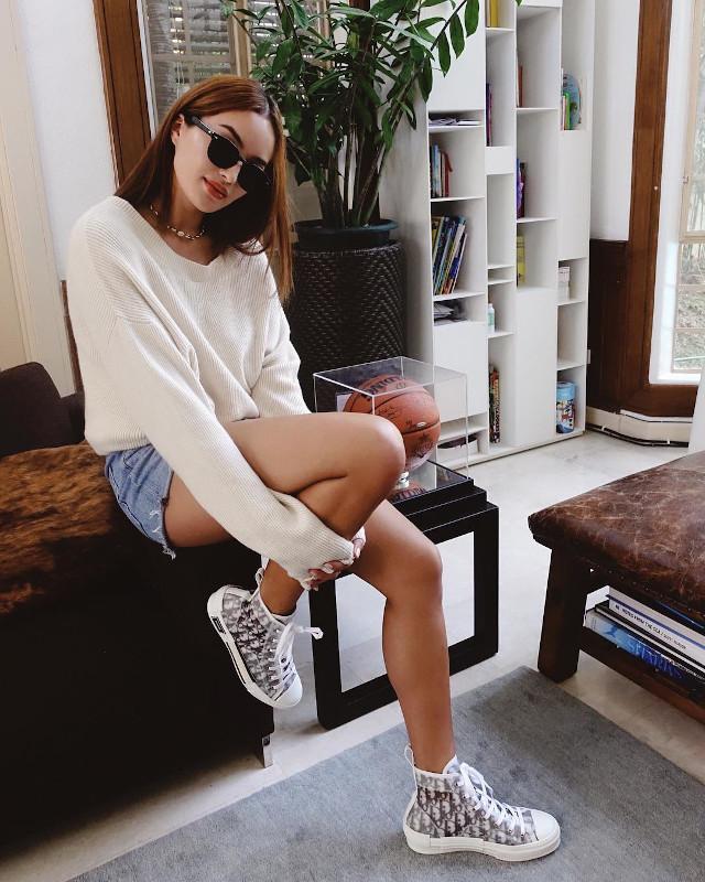 Best Sarah Lahbati Outfits