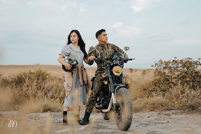 A photo of Rihan Mangudadatu and Jay Abdurajak styled as Captain Ri and Yoon Se-Ri, inspired by Korean drama 'Crash Landing On You'.