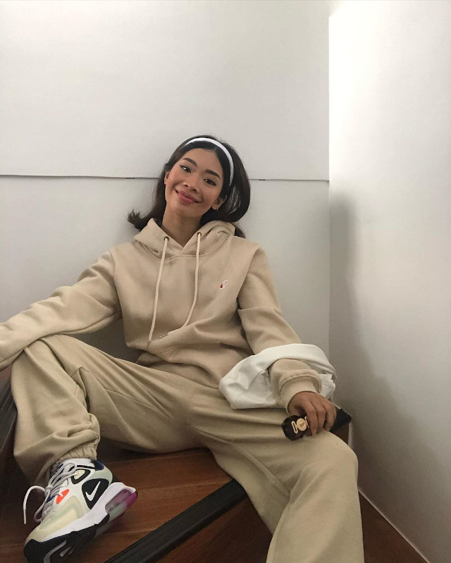 How To Wear Hoodies - Rhea Bue