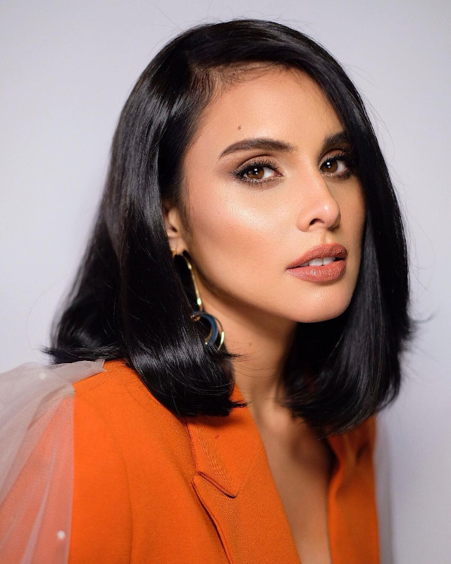 Lob Hairstyle: Max Collins
