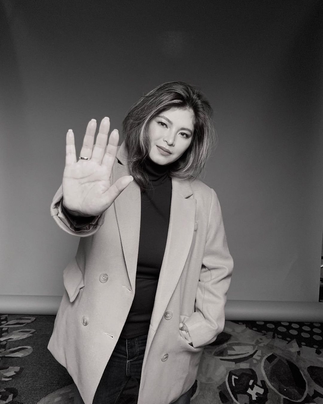 Angel Locsin holding her hand up