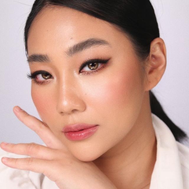 Raiza Contawi Basic Eyeliner Tutorial
