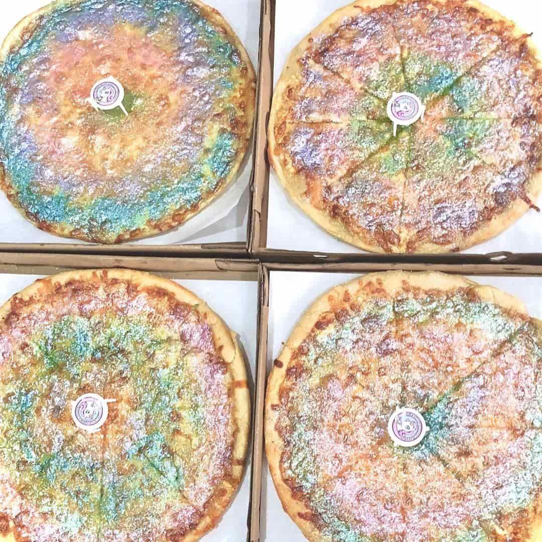 Unicorn Sparkle Pizzazz's rainbow pizzas