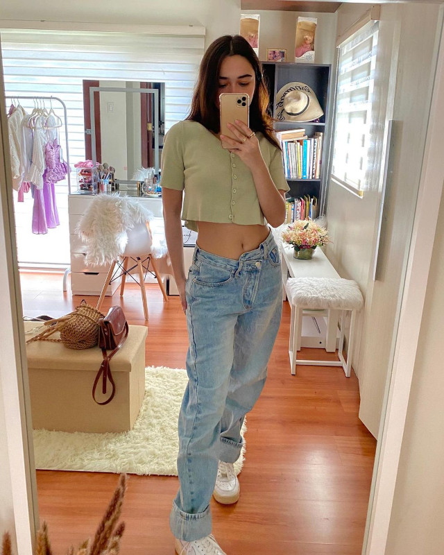 angelina cruz Loose-Fitting Jeans Outfit