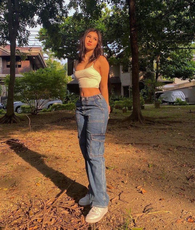 Lorin Gutierrez Loose-Fitting Jeans Outfit