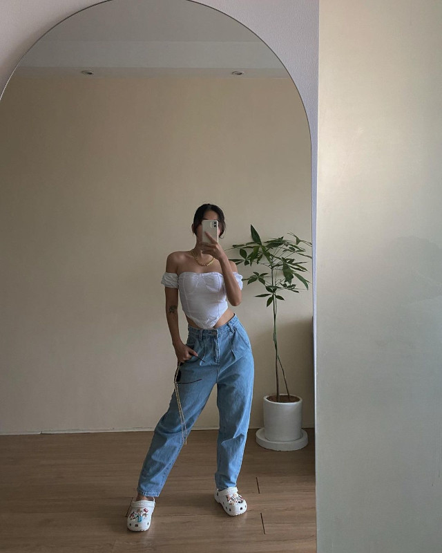 Rhea Bue Loose-Fitting Jeans Outfit