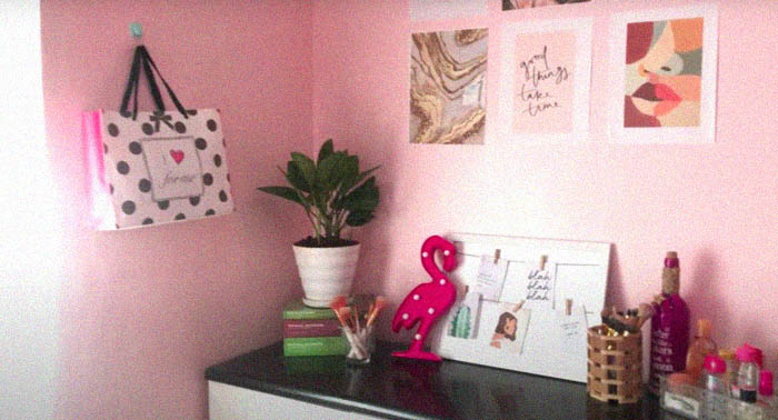 Low-budget room makeover: posters and pictures in one corner