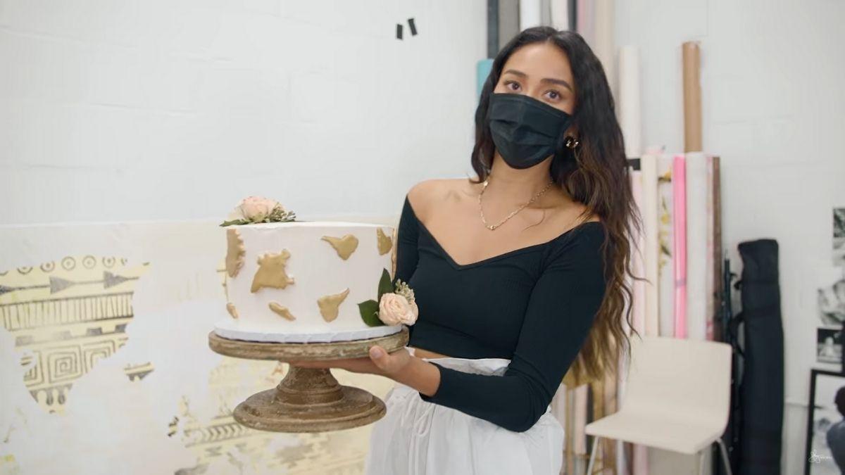 Shay Mitchell's first year of motherhood: Atlas' first birthday cake