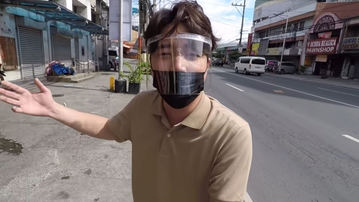 Ryan Bang Helps 76-Year-Old Korean Street Vendor Fly Back Home