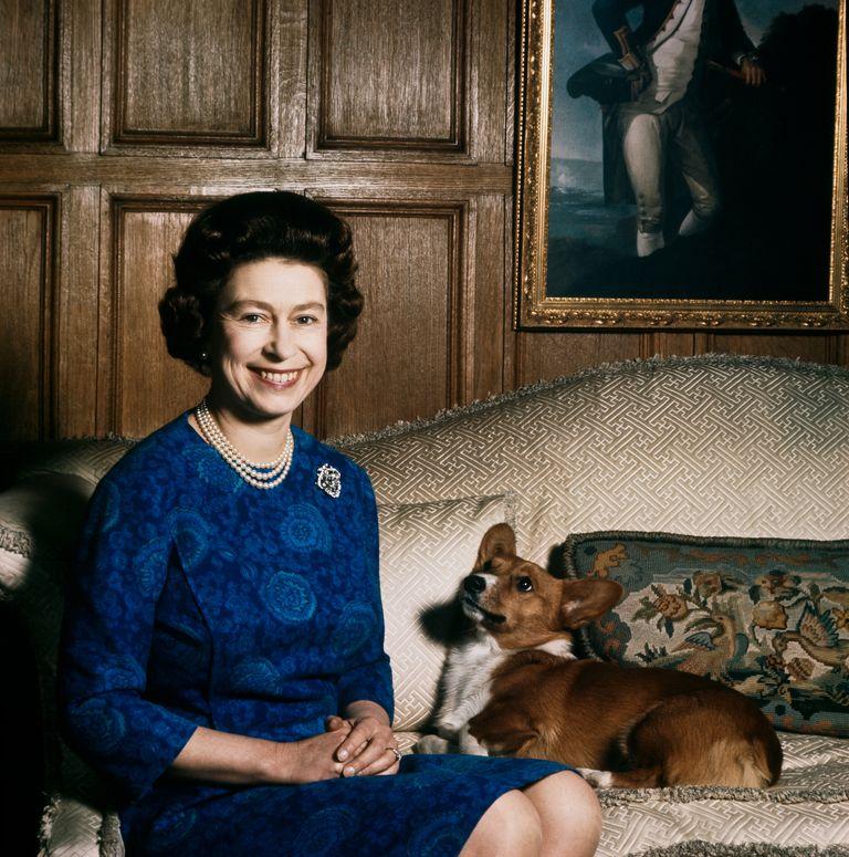 Queen Elizabeth II posing with a corgi