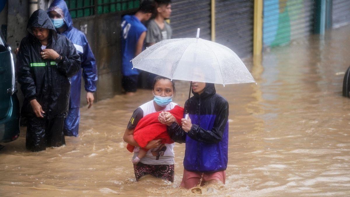 Residents in Marikina walking in flood after typhoon Ulysses