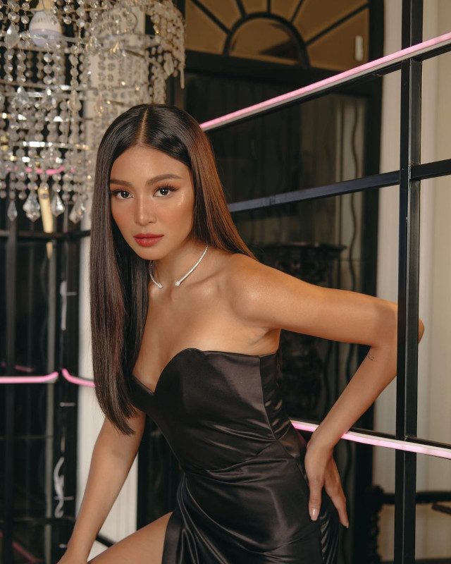 Blunt Cut: Nadine Lustre's Long and Glossy Hairstyle