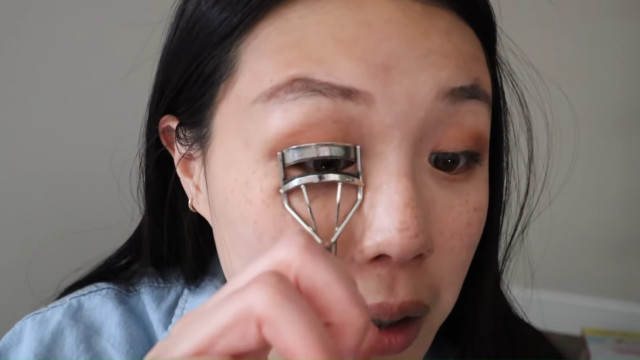 K-drama main character makeup tutorial: Curl lashes
