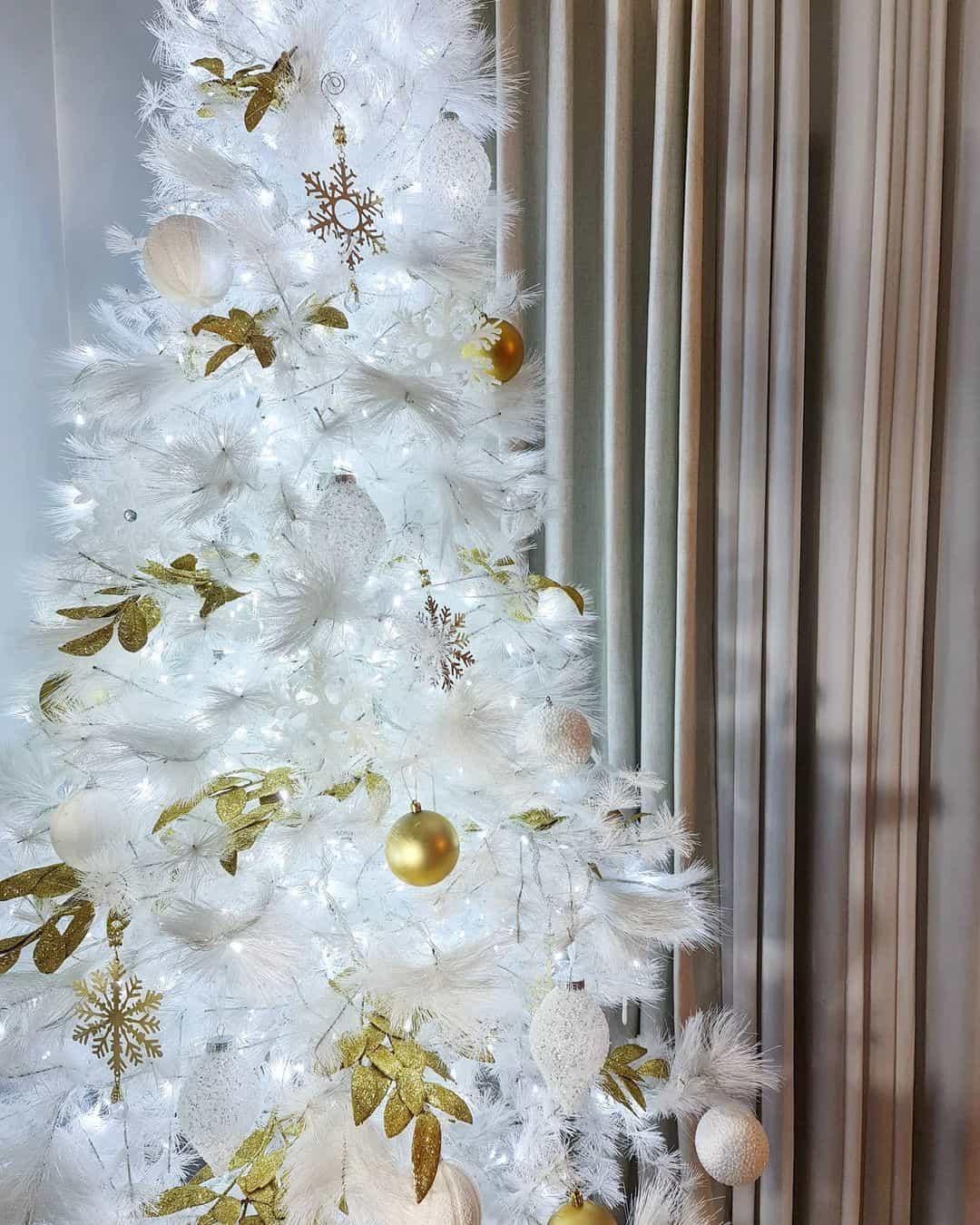 Bianca Gonzalez's 2020 Christmas tree