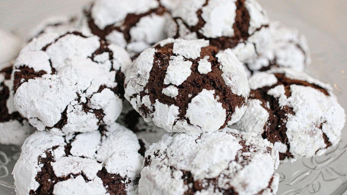 M Bakery - Chocolate Crinkle Cookie