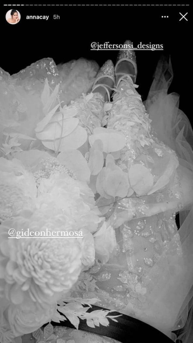 Anna Cay and Geloy Villalobos wedding: Anna's bouquet and shoes