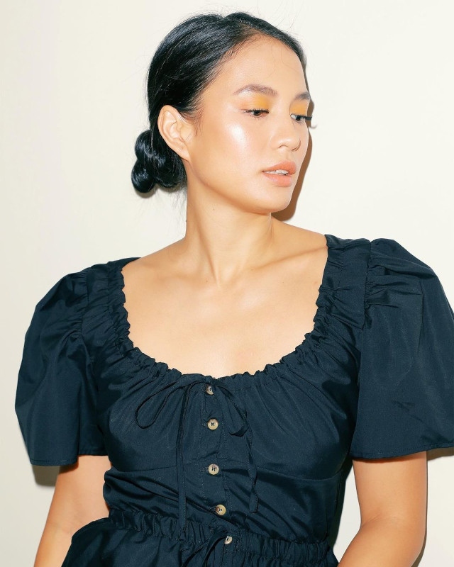 Cute and easy harstyle: Isabelle Daza's low bun
