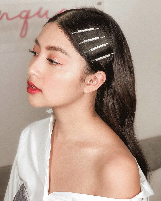 Cute and easy hairstyle: Rei Germar's pretty hairpins