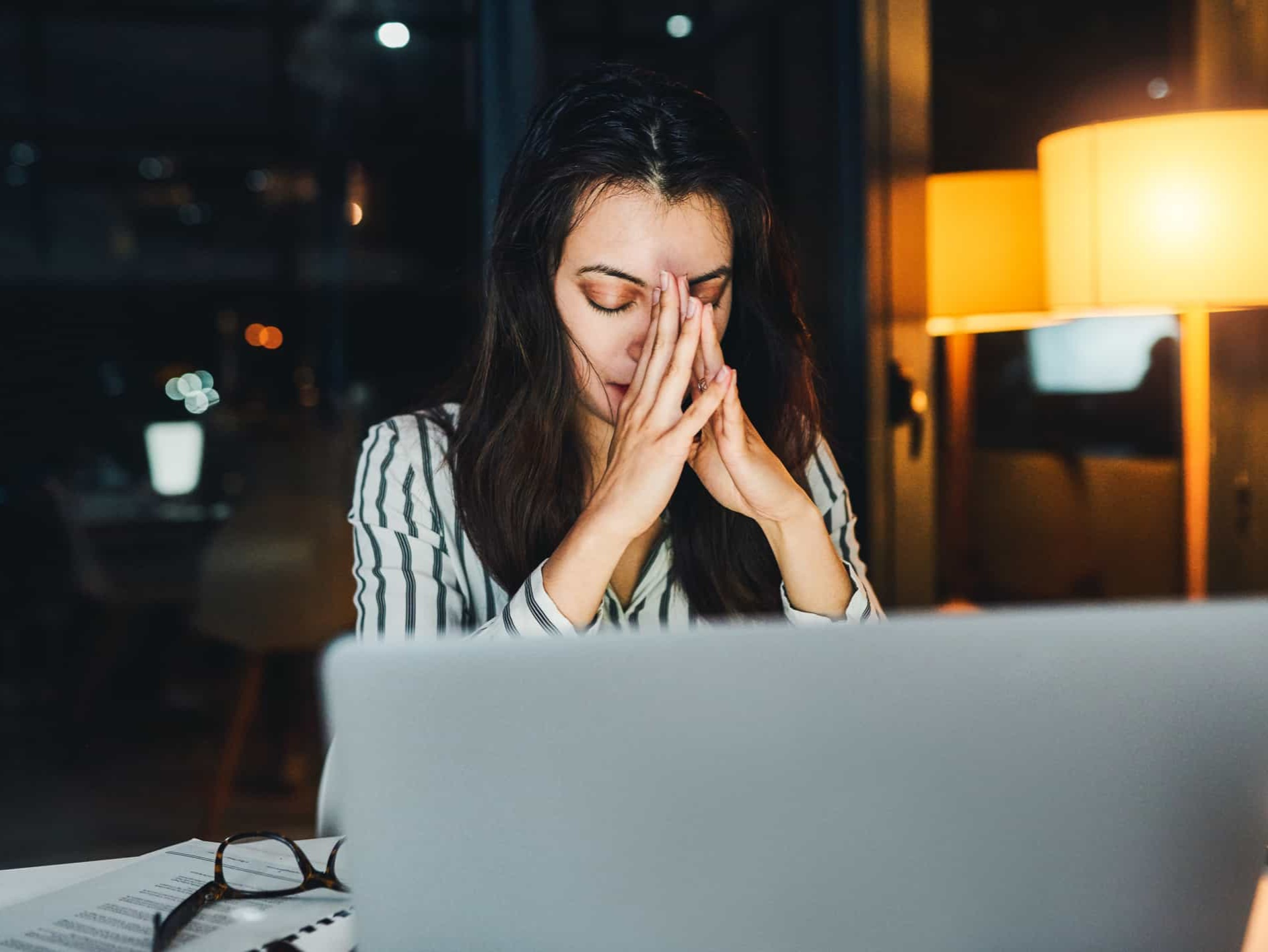 female employee, experiencing burnout