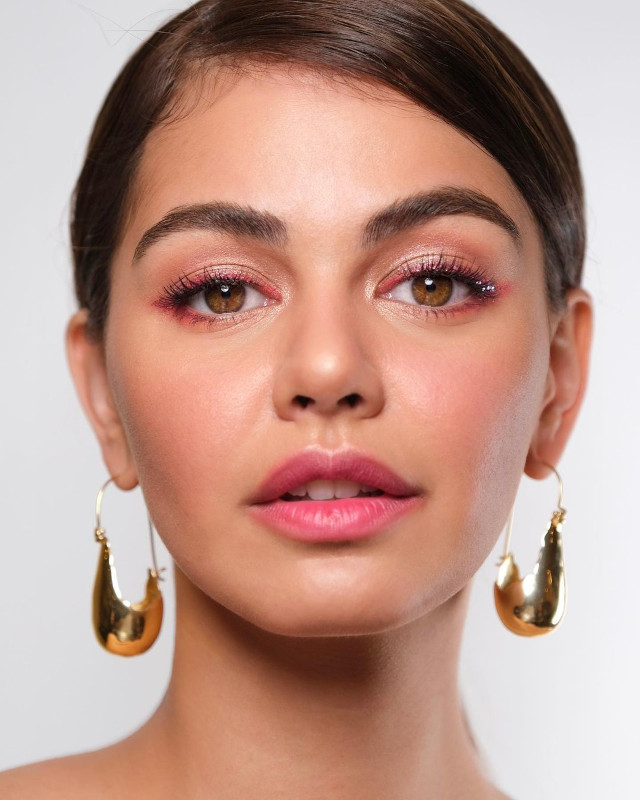 glitter eye makeup: Pink liner by Anthea Bueno on Janine Gutierrez