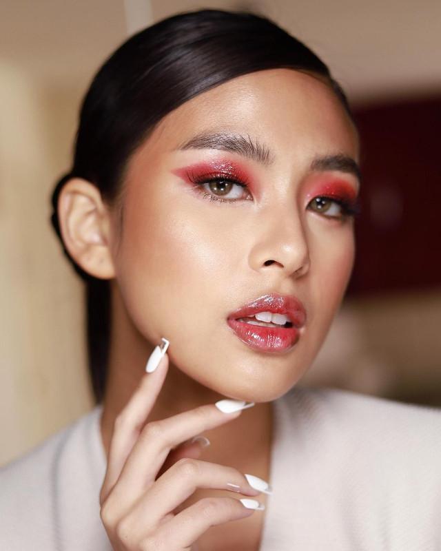 Glitter eye makeup: Seeing red by Jason Delos Reyes on Gabbi Garcia